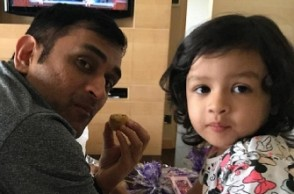 Viral Video: Dhoni's daughter Ziva prepares Roti