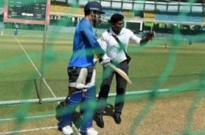 SL fan interrupts Dhoni's net session to take selfie